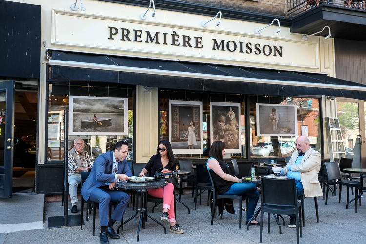 Exposition de photos à la boulangerie Première Moisson, Les fenêtres qui parlent, Outremont